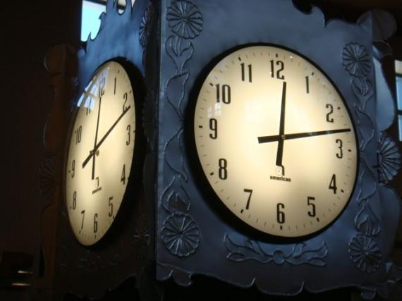 Albuquerque airport terminal clock