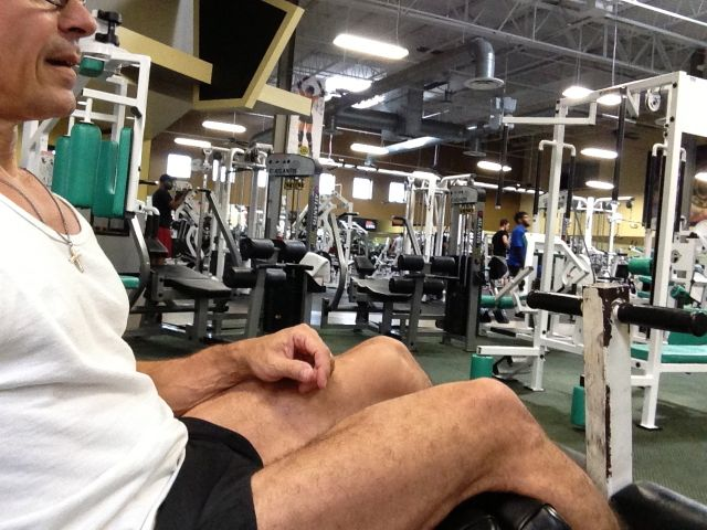 jeff noel working on incline sit up bench at Gold's Gym Orlando
