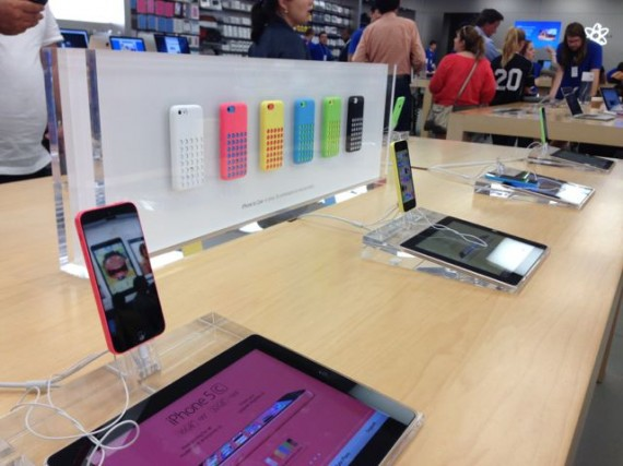 Apple Store iPhone 5C display