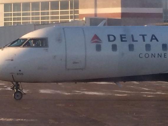 Delta Jet close up into cockpit