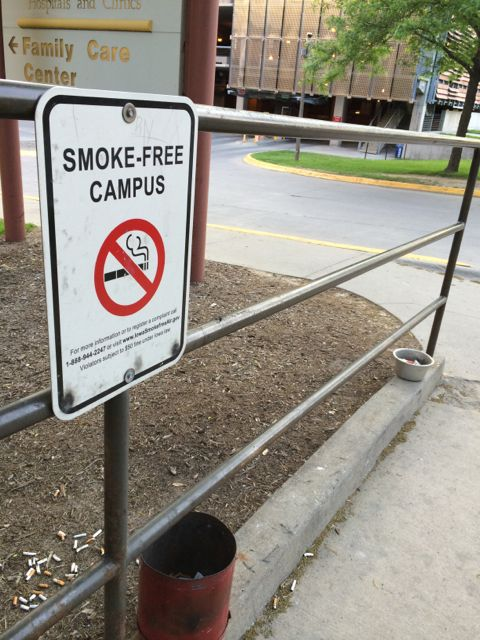 Smoke free campus sign