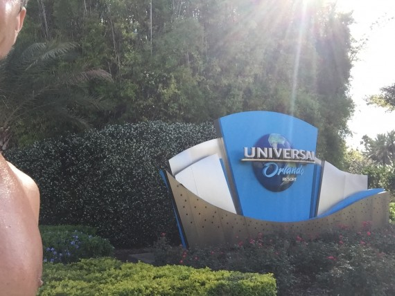 Universal Studios entrance sign