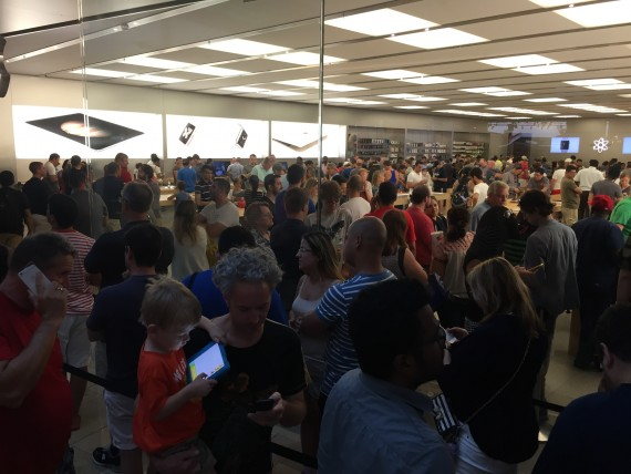 Lines for iPhone 6s on sale